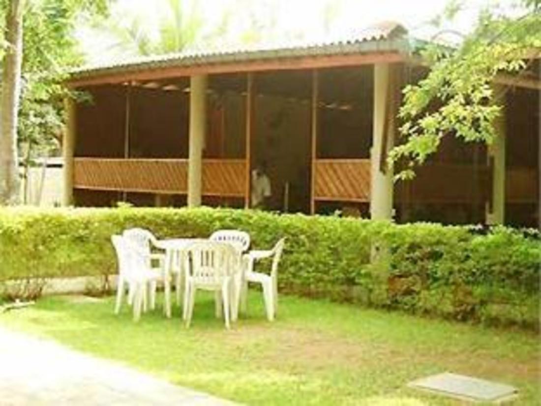Nuwarawewa Rest House Hotel Anuradhapura, Sri Lanka: Agoda.com