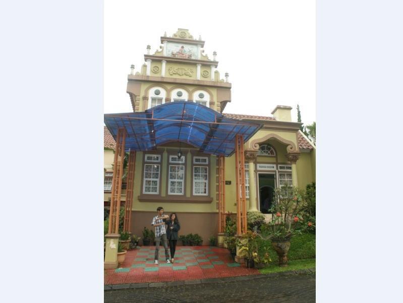 Hotel Villa Merah Kota Bunga Puncak - Jl. Hanjawar Pacet, Kota Bunga Little Venice Blok R9 - 5 - Puncak