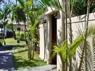 The Benoa Beach Front Villas Bali - Giardino