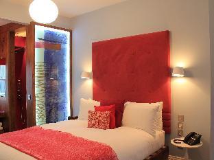 Megaro Hotel guestroom junior suite