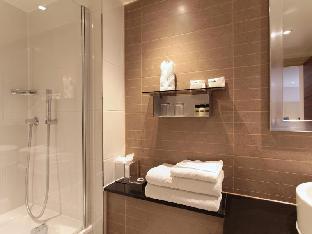 Amba Hotel Marble Arch guestroom junior suite