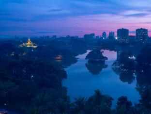 Chatrium Hotel Royal Lake Yangon Yangon - Pagoda and Lake view from hotel