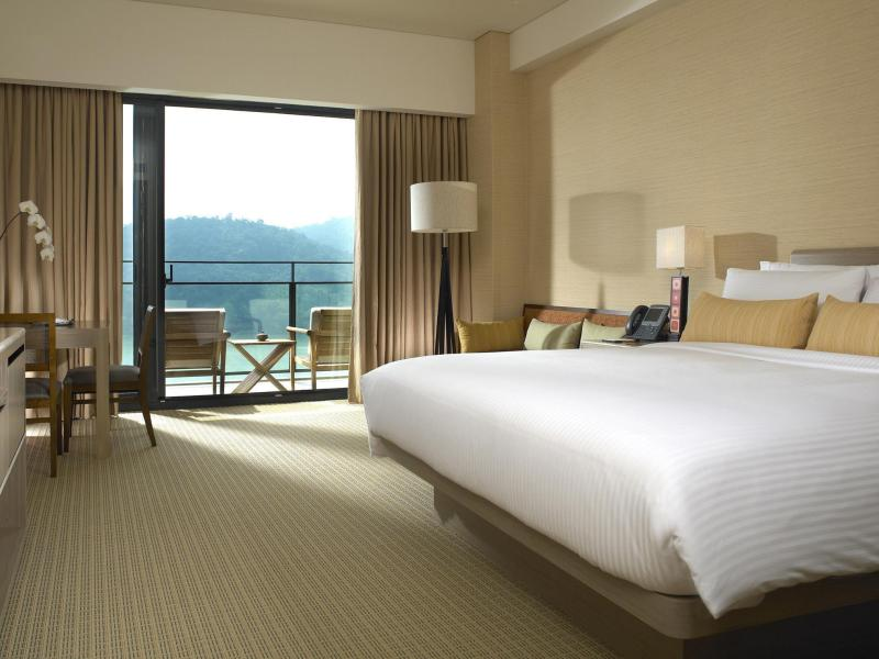 Palace Floor Mountain View Room