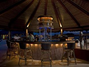 Bluewater Maribago Beach Resort Otok Mactan - bar/salon