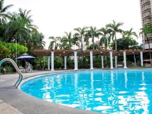 Century Park Hotel Manila - Zwembad