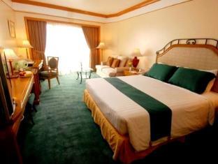 Century Park Hotel Manila - Konuk Odası