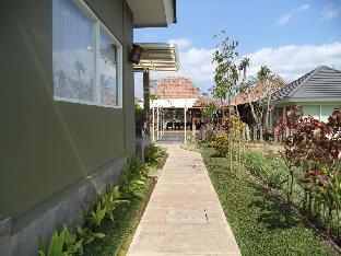 Villa and Warung Sawah Gondang Legi