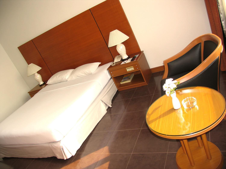 โรงแรมแม็กซ์