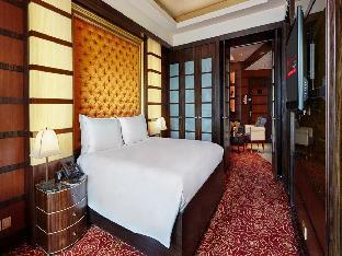 Front view of Resorts World Sentosa - Crockfords Tower