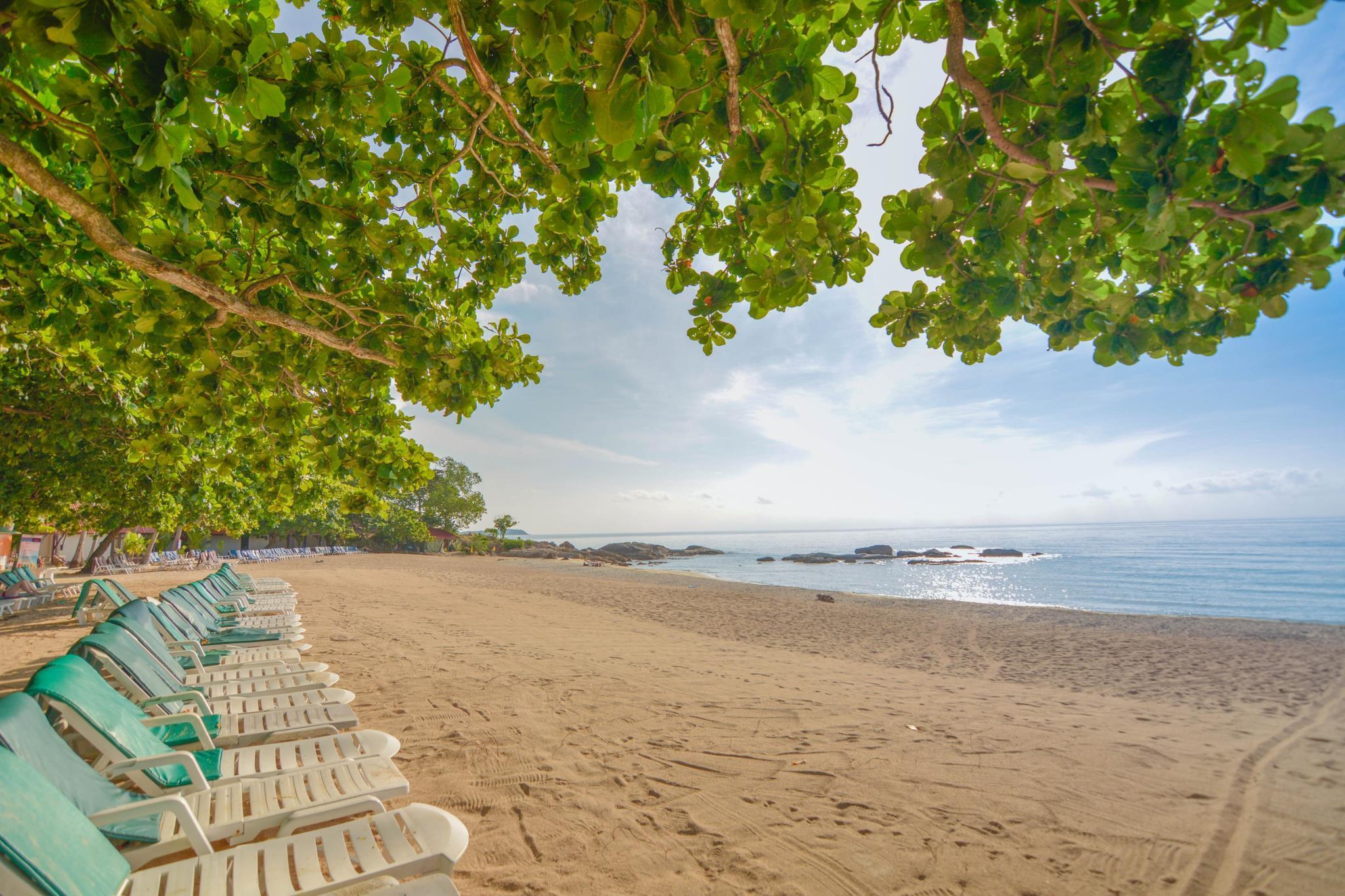เฟิร์ส บังกะโล บีช รีสอร์ท หาดเฉวง เกาะสมุย