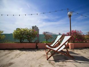 Hotel Mingood Penang - Deck chairs for relaxing