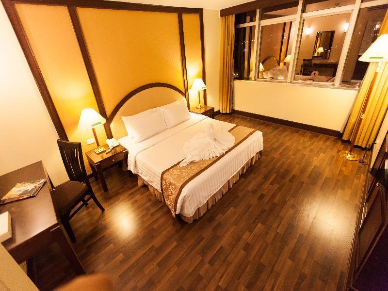 โรงแรมนิว ซีซั่น