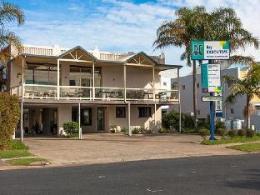 Bay Executive Motel