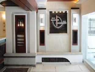 Hotel Peninsula Chennai - Entrance