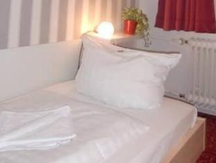 Academy Hotel Berliini - Hotellihuone