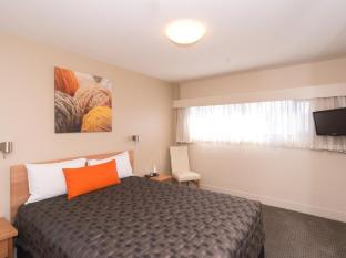 The Old Woolstore Apartment Hotel Hobart - One Bedroom Apartment - bedroom