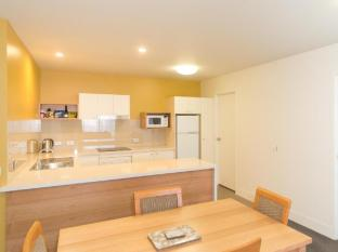 The Old Woolstore Apartment Hotel Hobart - Two Bedroom Apartment - kitchen & dining