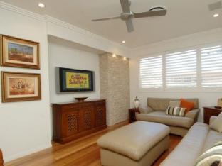Tobys Beach House best deal