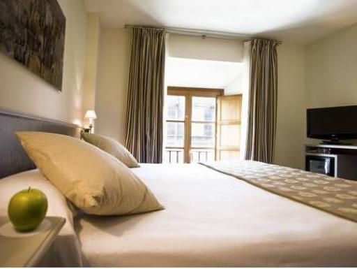 ➦  Room Mate Hotels    customer rating
