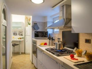 The Inn At The Roman Forum - Small Luxury Hotels of the World Rome - Apartment Kitchen