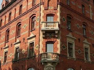 Booking Now ! Red Brick Apartments