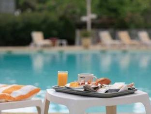 Best Western Les Vignes Blanches Hotel Beaucaire - Swimming Pool