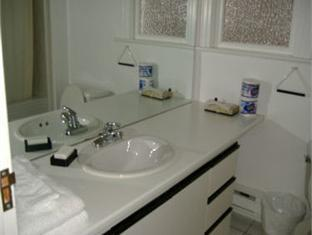 Pendrell Suites Hotel Vancouver (BC) - Bathroom