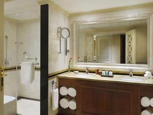 Cairo Marriott Hotel & Omar Khayyam Casino Cairo - Bathroom