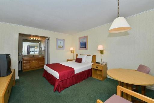 Americas Best Value Inn Mackinaw City hotel accepts paypal in Mackinaw City (MI)