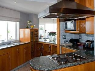 Place On The Bay Cape Town - Kitchen Area