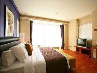 The Park 9 Hotel guestroom junior suite