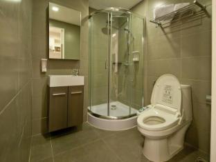 Check Inn Phromphong Bangkok - Electronic Japanese Toilet