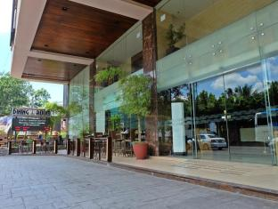 Castle Peak Hotel Cebu City - Exterior hotel