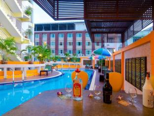 Eastiny Inn Pattaya - Swimming Pool