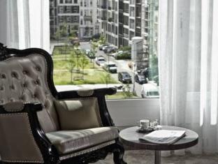 ARCOTEL John F guestroom junior suite