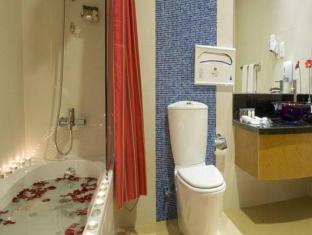 Star Metro Al Barsha Hotel Apartments Dubai - Bathroom