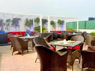 Hotel Le Roi New Delhi and NCR - Terrace Lounge