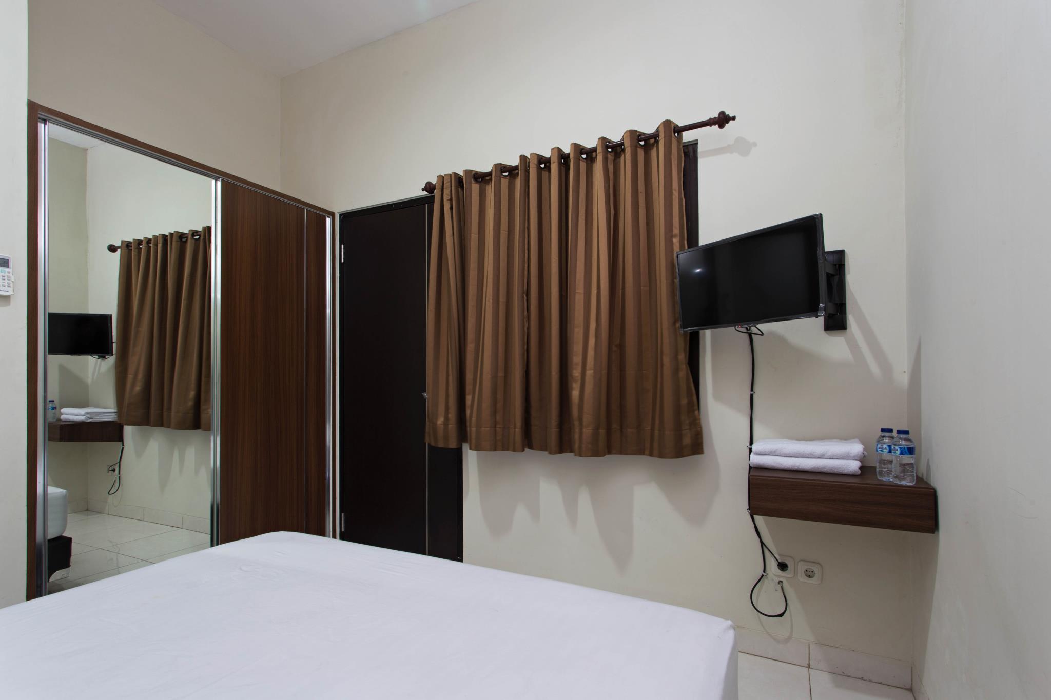 Hotel RedDoorz Near Cengkareng Airport - Jl. Perumahan Mahkota Indah Blok B5 No.6, Rawa Bokor - Jakarta