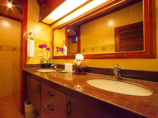 Royal Phawadee Village Patong Beach Hotel Phuket - Bath sink