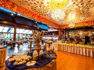 Royal Phawadee Village Patong Beach Hotel Phuket - Breakfast