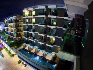 Andakira Hotel Phuket - Night Time