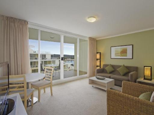 Best PayPal Hotel in ➦ Central Coast: Oaks Waterfront Resort