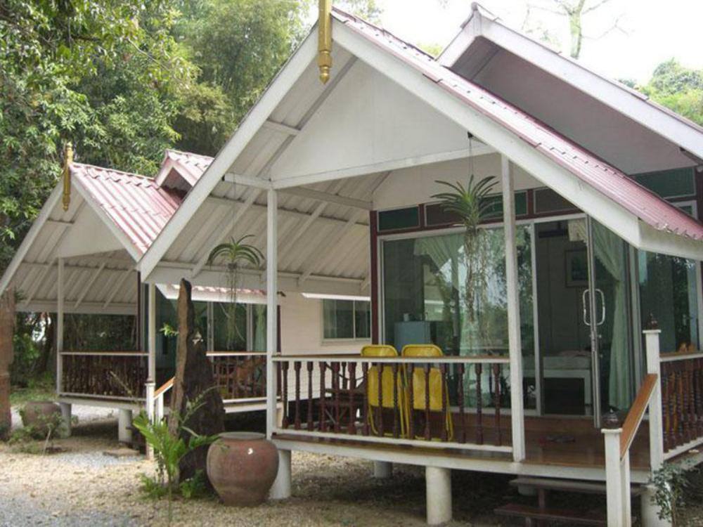 Reun suphan riverside resort