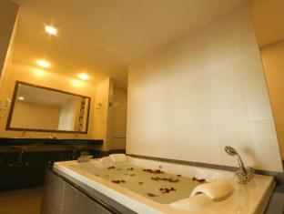 Baywalk Residence Pattaya - Royal Suite Jacuzzi Sea View - Bathroom