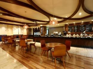 Marriott Hotel Manila Manila - An innovative deli that serves up a fresh approach on quick and delicious recipes on the go