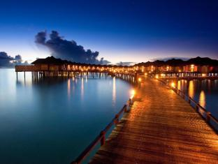 The Sun Siyam Iru Fushi Luxury Resort Maldives Islands - Pathway to water villas