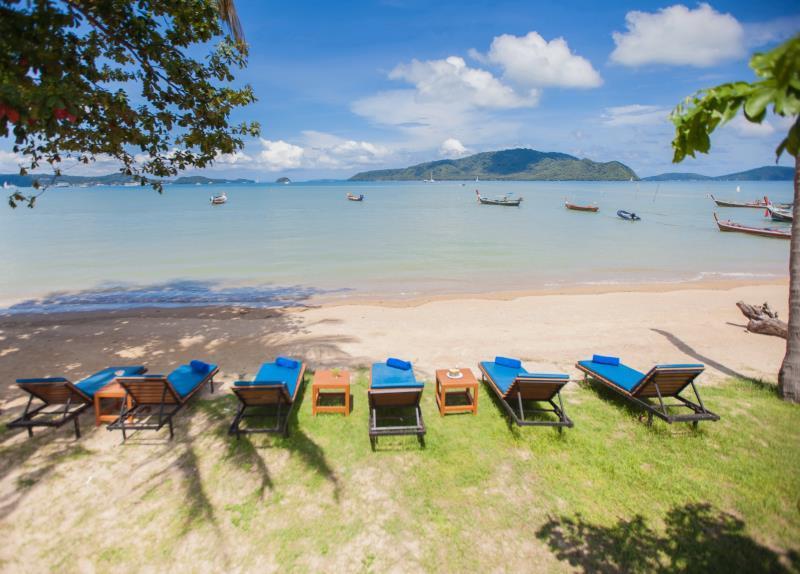 โรงแรมฉลอง บีช - Chalong Beach Hotel