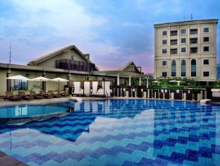 Grand Aston City Hall Hotel & Serviced Residences Medan - Bazén