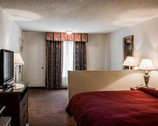 Clarion Inn & Suites Clearwater Central