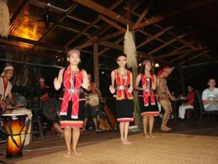 Basaga Holiday Residences Kuching - Cultural show